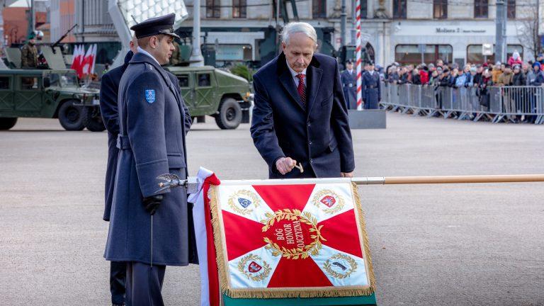 Fotorelacja: Piknik Lotniczy i nadanie sztandaru MJDOP w Babkach