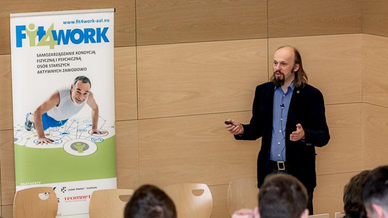 """Fotorelacja: Seminarium """"Technologie dla zdrowia osób 55+."""" Prezentacja systemu Fit4Work"""