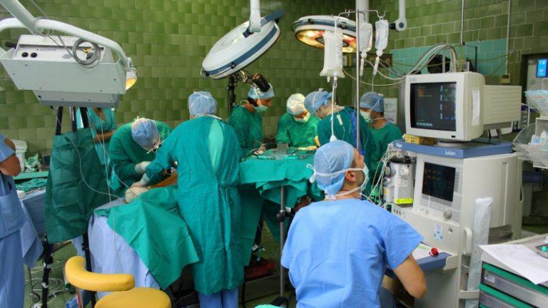 Operacja krtani na żywo w Internecie – efekt współpracy Kliniki Otolaryngologii UM w Poznaniu i PCSS