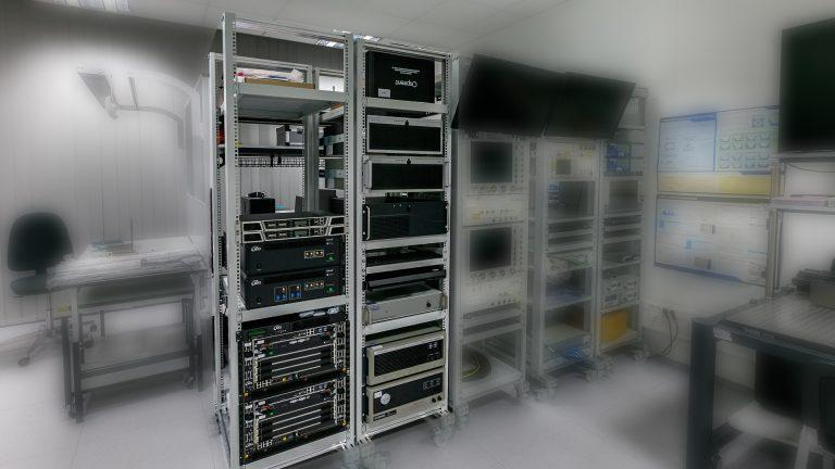 Projekt NLPQT: wyposażono laboratorium w system do zaawansowanego modelowania i symulacji sygnałów/systemów GNSS