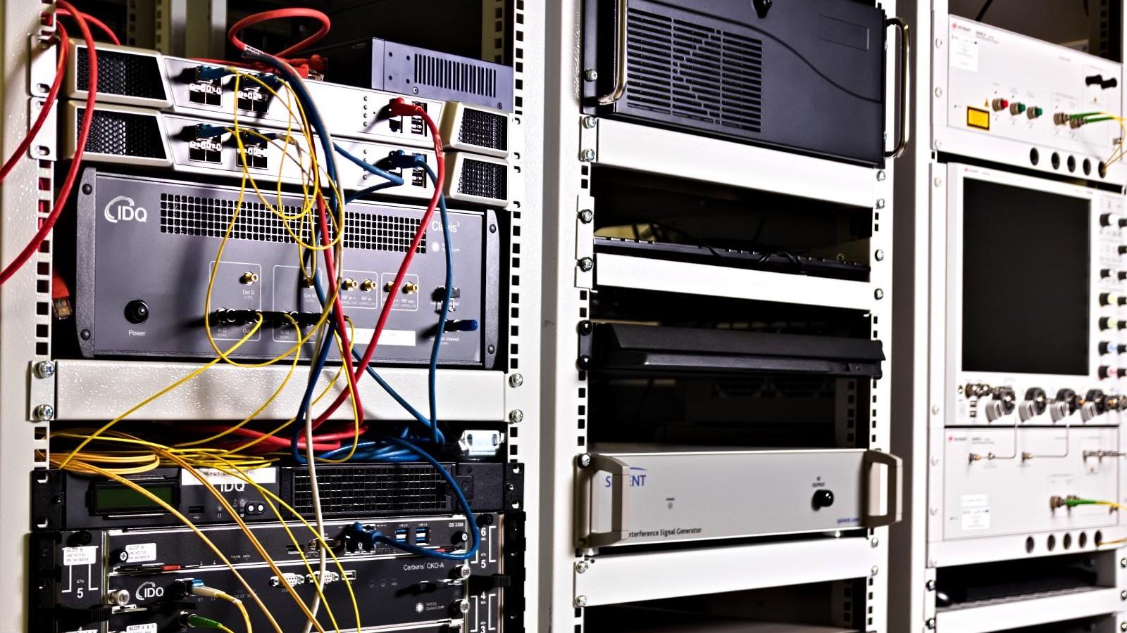 Testy systemów QKD: Klucz kryptograficzny przesłany kanałem kwantowym