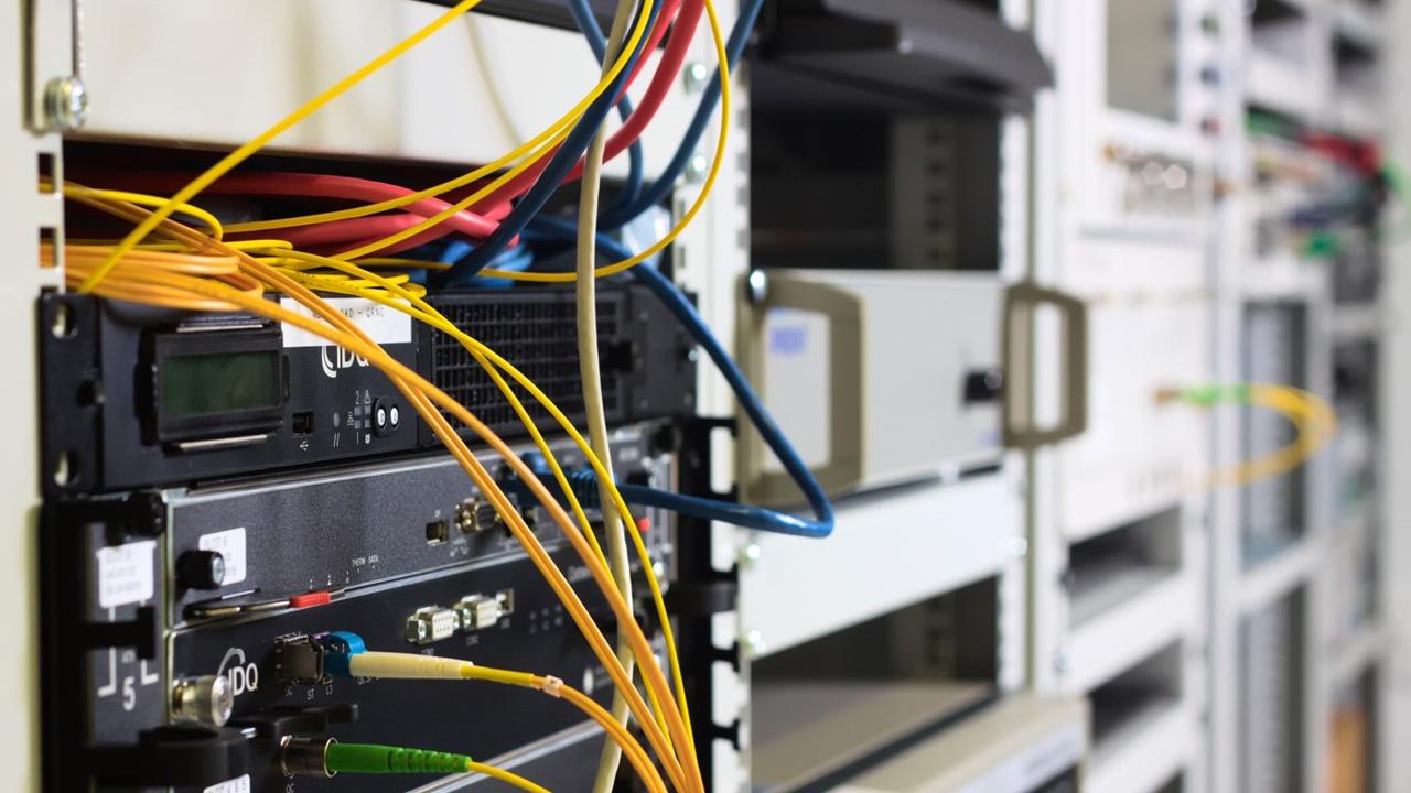PCSS kontynuuje tradycję kryptograficzną w mieście – bezpieczna komunikacja kwantowa została uruchomiona w Poznaniu